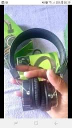 Fones de ouvido via Bluetooth e auxiliar