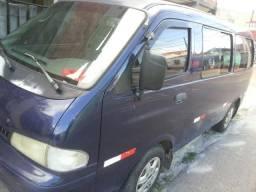 Troco Van Kia Gran Besta 12 P - Por carro de passeio 4 portas - 2001