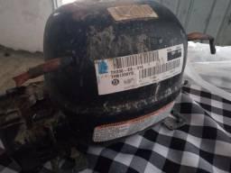 Vende-se moto de geladeira