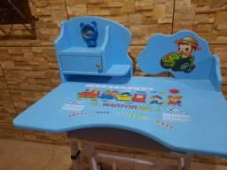 Escrivaninha infantil