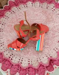 Sandália salto alto caminare
