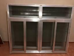 2 janelas + 2 portas de ferro + 2 basculantes + 1 vitro