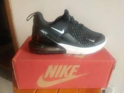 Tênis Nike caminhada sem uso no centro de São Gonçalo