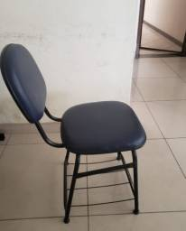 3 cadeiras de escritório.