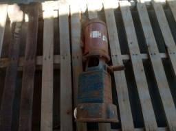Bomba de água de estágio