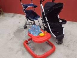 Vendo 2 carrinhos de bebê e 1 andador