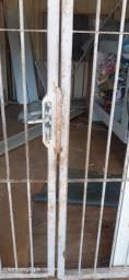 Grade de Ferro para porta com fechadura