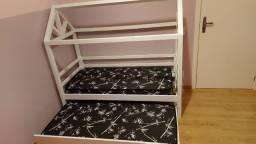 Cama infantil montesorri com colchões
