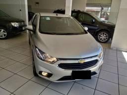 Carro muito novo Chevrolet Onix Hatch ltz 2018 prata {11} 9.9614.5944