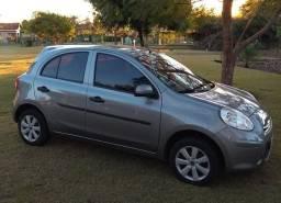 Vendo Nissan March 1.6 S 2013 completo - 2013