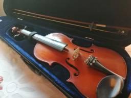 Violino Eagle, com mais de 10 anos de fabricação.