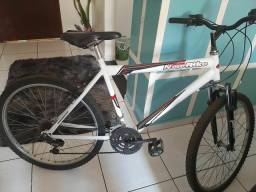 Bicicleta com.amotecedores aro 26 semi nova