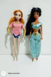 Duas bonecas da Disney