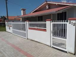 Charmosa Casa - Bombinhas - Zimbros