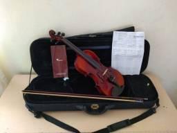 Violino de madeira envelhecida da marca EAGLE.