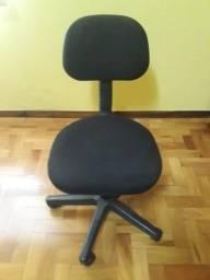 Cadeira com rodas na cor preta