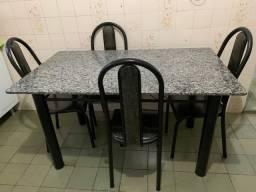 Mesa de 6 cadeiras de granito