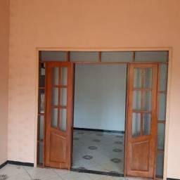 A lugo casa grande Com 3 dormitórios a 1200 L
