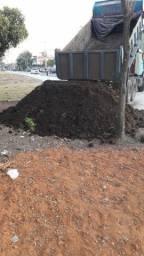 Título do anúncio: Caminhão fechado de terra adubada 5 e 8 metros