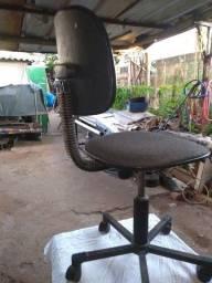 Título do anúncio: Uma cadeira giratória