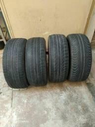 Vendo 4 pneus semi novos.