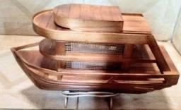 Abajur barco em madeira