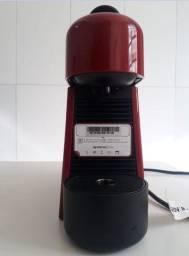 Maquina de Café Nespresso Novíssima !!!!