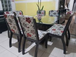 Mesa com 7 cadeiras usada