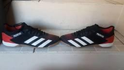 Chuteira Adidas Predator futsal. N°40