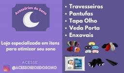 Acessórios do Sono - Travesseiros, pantufas, tapa olhos, enxovais e veda porta