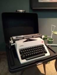 Máquina de escrever antiga Olympia