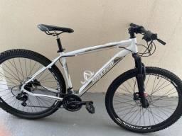 Bicicleta com freio a disco óleo