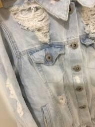 Jaqueta jeans com correntes tam P