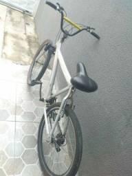 Bicicleta em alumínio