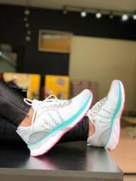 Tênis esportivo feminino
