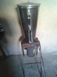 Liquidificador basculante industrial. R$ 300,00