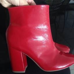 Bota vermelha 37 nova. Marca sonho dos pés, comprei esse mês no RJ