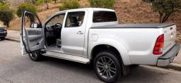 Carro Hilux 2010, gasolina. Manual e Chaves reservas