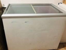 Freezer horizontal com tampas de vidro