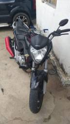 Vendo ou troco em outra moto que esteja enplacada nao respondo no chat