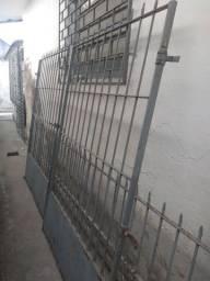 Vendo portão e mais três grades