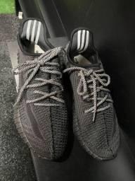 Adidas Yeezy preto 40