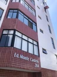 Ed. Monte Castelo; 2/4, sendo 1 suíte; 79m²; 1 vaga; no Barro Vermelho