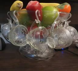 Conjunto em vidro com xícaras e frutas de cerâmica