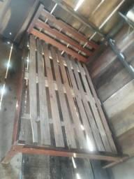 cama de madeira macica