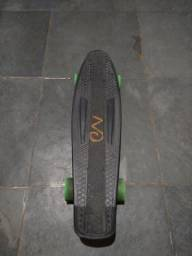 Skate Mini cruiser semi novo,
