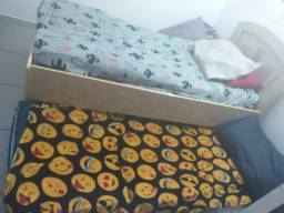 Cama de solteiro e cama auxiliar