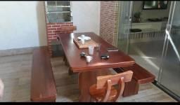 Vendo linda mesa de madeira
