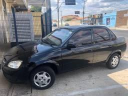 Chevrolet Classic Preto