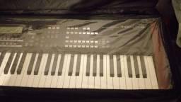 Vendo um piano stage yamaha  moxf8 novo 3 meses perfeito